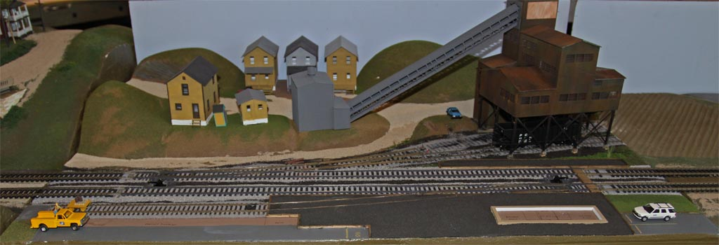 The coal tipple module with more complete scenery.